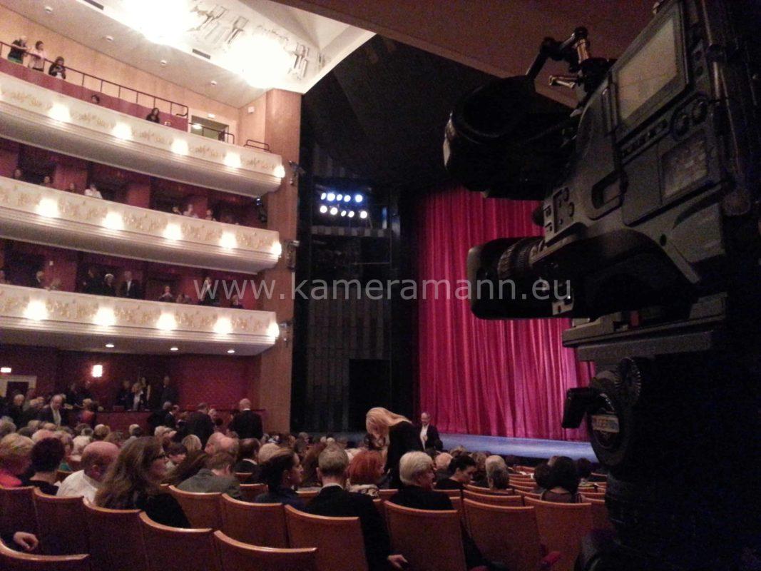 20131019 185843 1067x800 - Oper Uraufführung