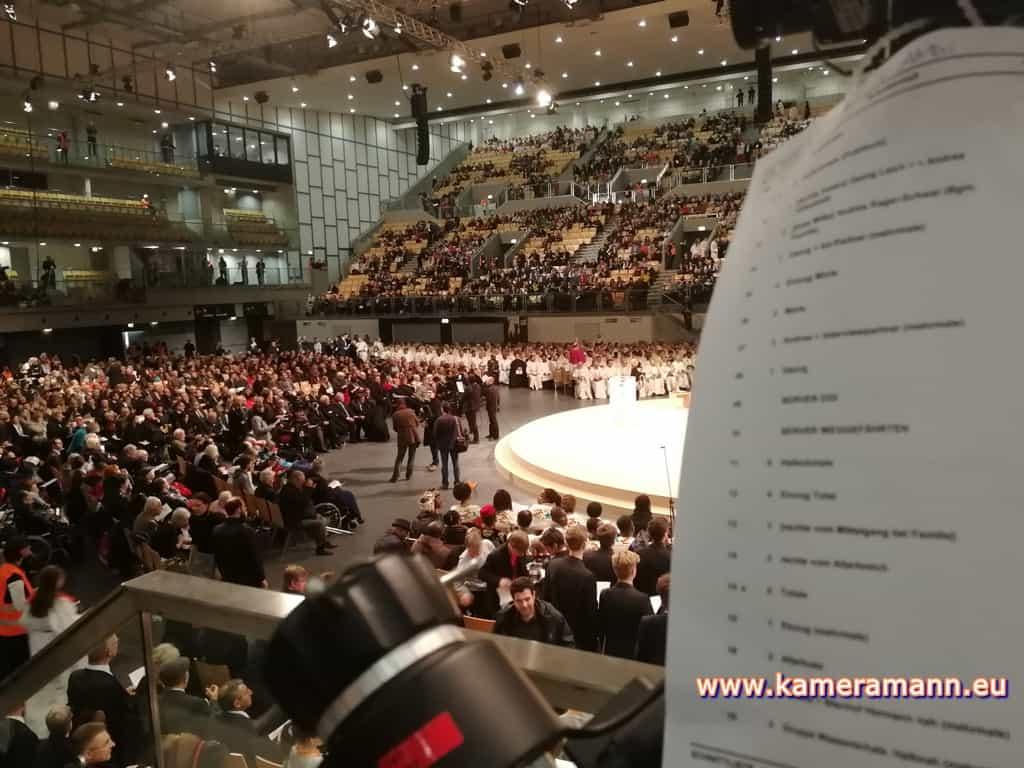 andreas felder kameramann ORF Bischofsweihe Gletter 02 1217 - ORF III Live Bischofsweihe