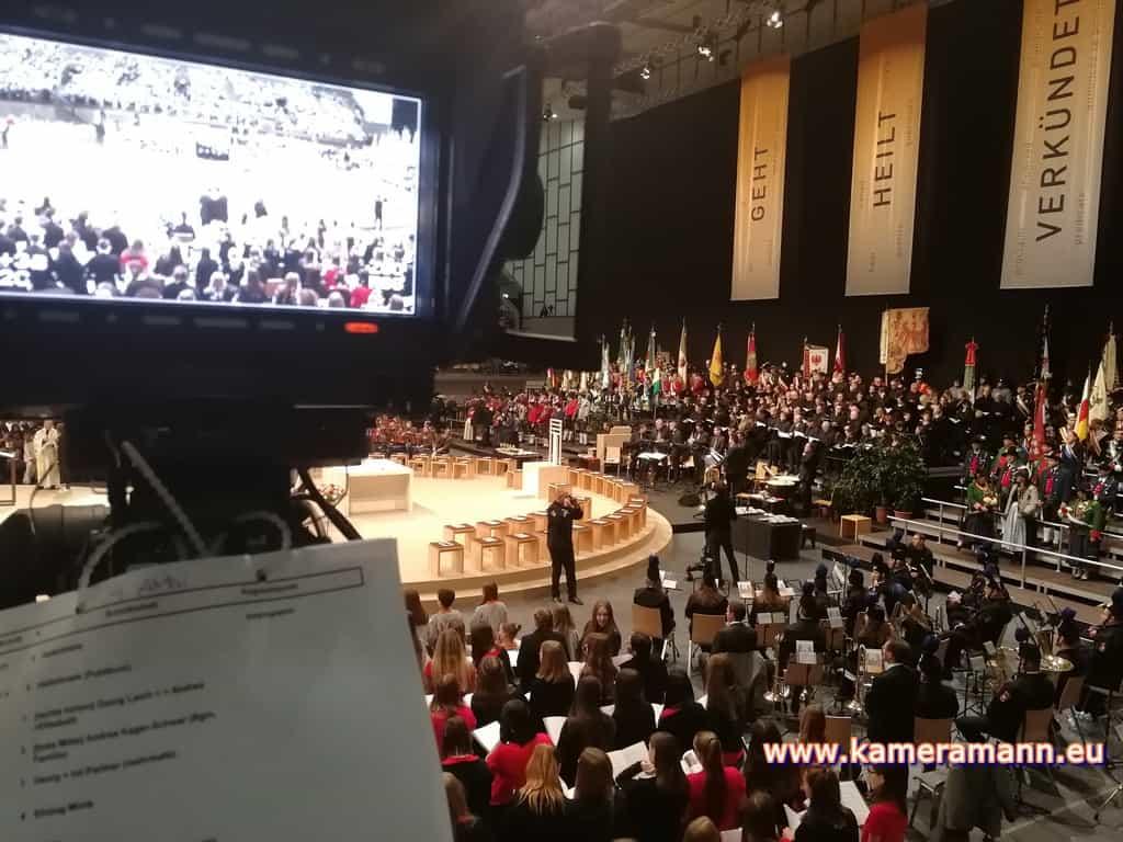 andreas felder kameramann ORF Bischofsweihe Gletter 03 1217 - ORF III Live Bischofsweihe