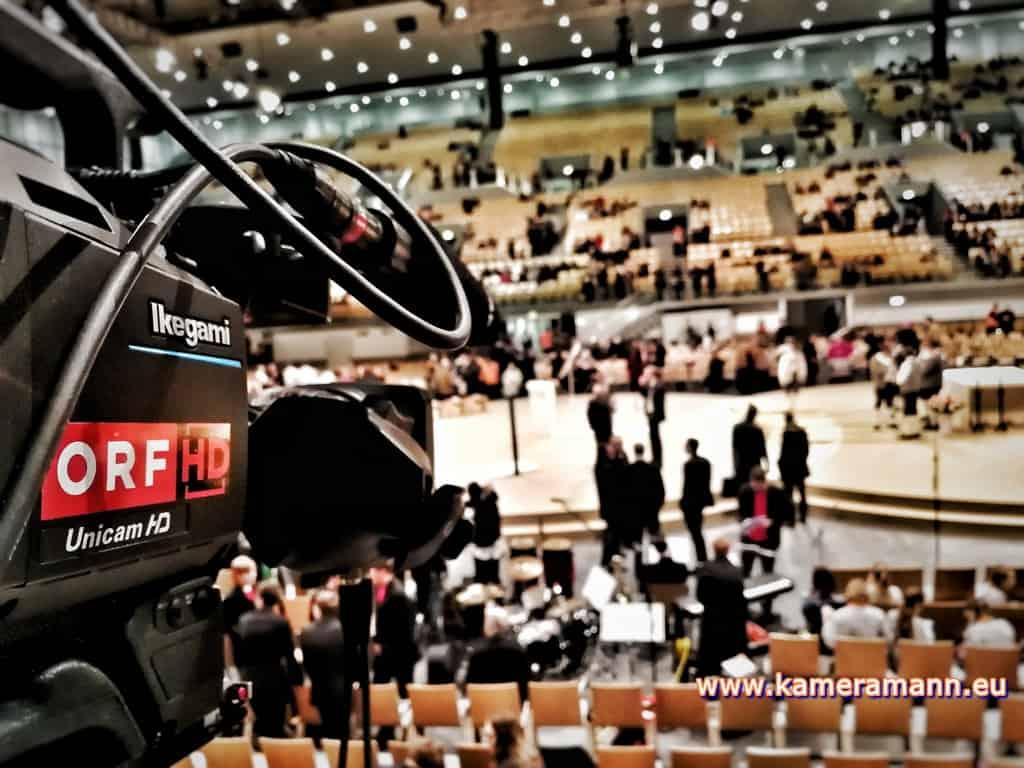 andreas felder kameramann ORF Bischofsweihe Gletter 06 1217 - ORF III Live Bischofsweihe