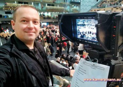 andreas felder kameramann ORF Bischofsweihe Gletter 07 1217 400x284 - Kameramann Andreas Felder