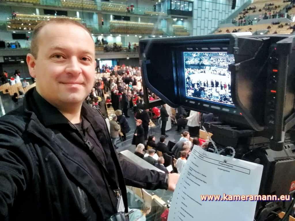andreas felder kameramann ORF Bischofsweihe Gletter 07 1217 - ORF III Live Bischofsweihe
