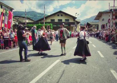 andreas felder kameramann orf mei liabste weis gaudafest01 NA 1 400x284 - ORF Mei Liabste Weis und Gauda-Festumzug