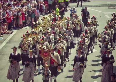 andreas felder kameramann orf mei liabste weis gaudafest06 NA 1 400x284 - ORF Mei Liabste Weis und Gauda-Festumzug